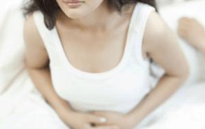 Белый налет на половых губах — стоит ли бить тревогу?