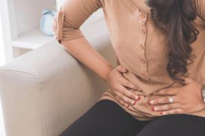 боль в правом боку при мочеиспускании у женщин
