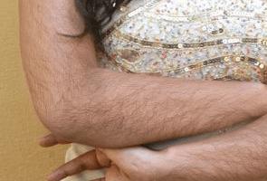 Из-за чего растут волосы на руках у женщин?